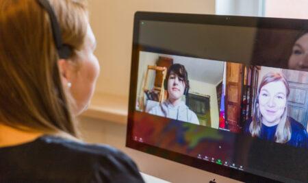 Онлайн-навчання англійської мови: плюси і мінуси